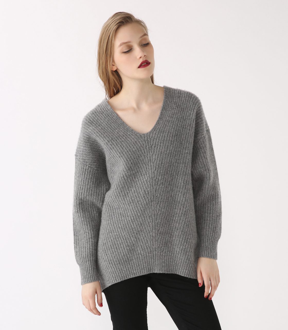 Vneck wool knit